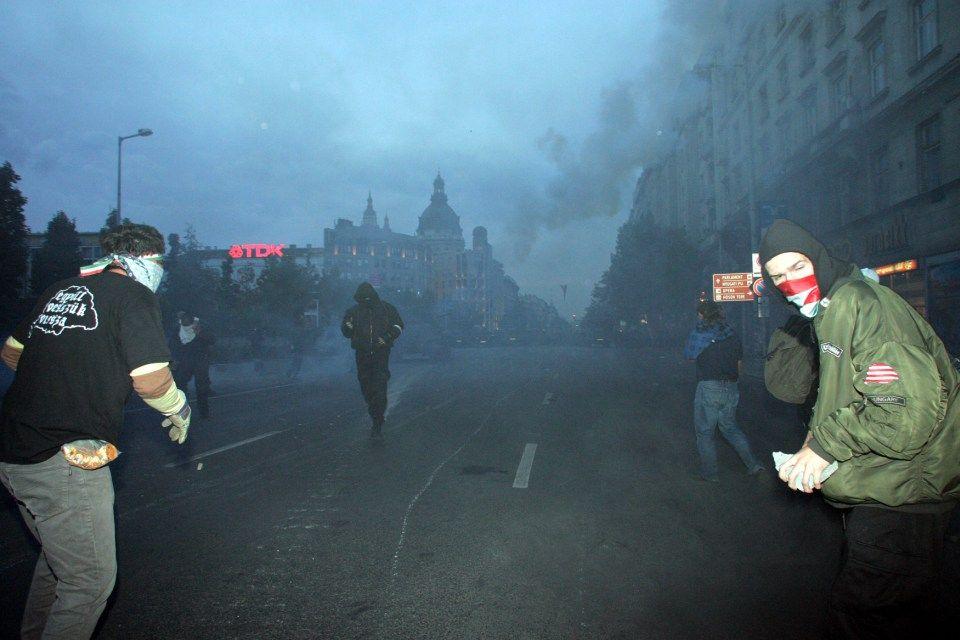 tüntetés-2006-október-23 (2006. október 23. tüntetés)