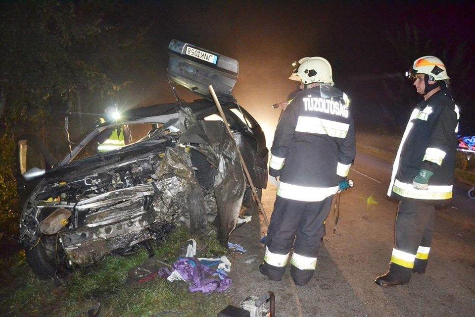 Esti-baleset(960x640).jpg (baleset, autó, tűzoltók, )