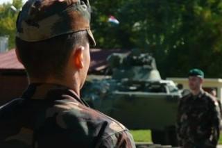Katona(430x286).jpg (katona, harckocsi, honvédség, )