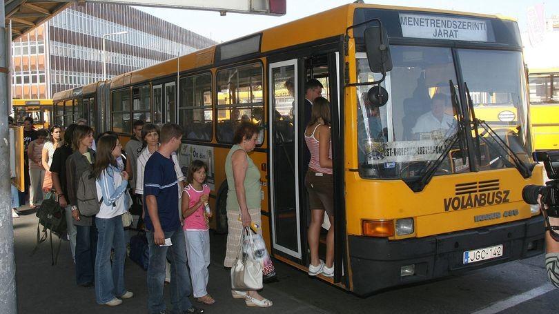 Késnek a volánbuszok a 10-es főúton (10-es főút, dugó, volánbusz, )