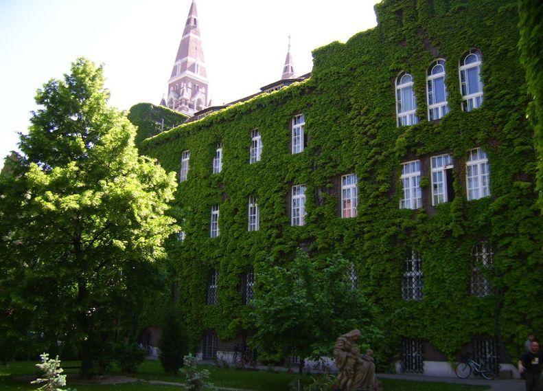 Szeged-Csanádi püspökség belső udvara (Szeged-Csanádi püspökség belső udvara)