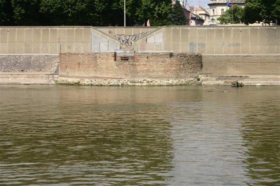 Szegedi-partfal(1)(960x640).jpg (partfal, szeged)