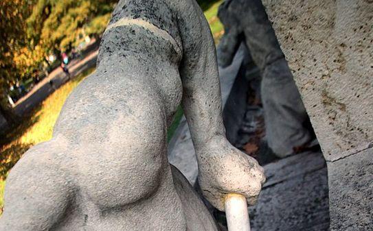 Tisza Lajos szobor letört kar (Tisza Lajos szobor letört kar)