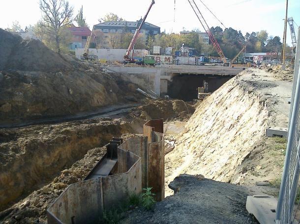 elterelés a 10-es főúton (10-es főút, vasútfejlesztés, vasútvonal fejlesztés, aluljáró, )