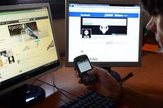 facebook-szamitogep-telefon-(960x640)(1).jpg (facebook, mobiltelefon, )