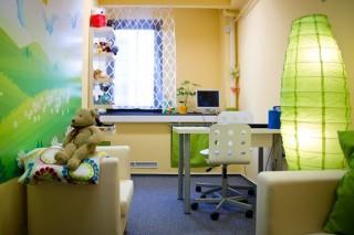 gyerekbarát kihallgatószoba (gyerekbarát beszélgetőszoba, )