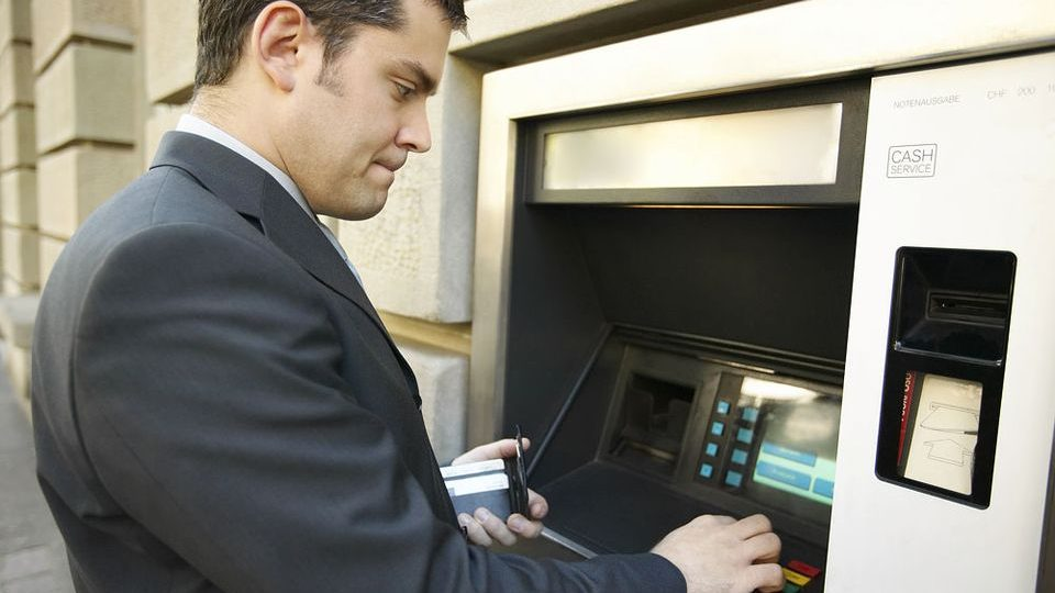 készpénzfelvétel (bankautomata, )