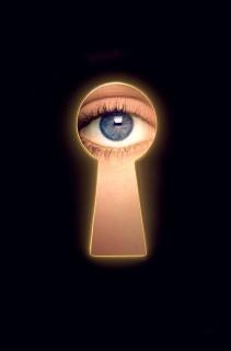 kulcslyuk, leskelődik (kulcslyuk)
