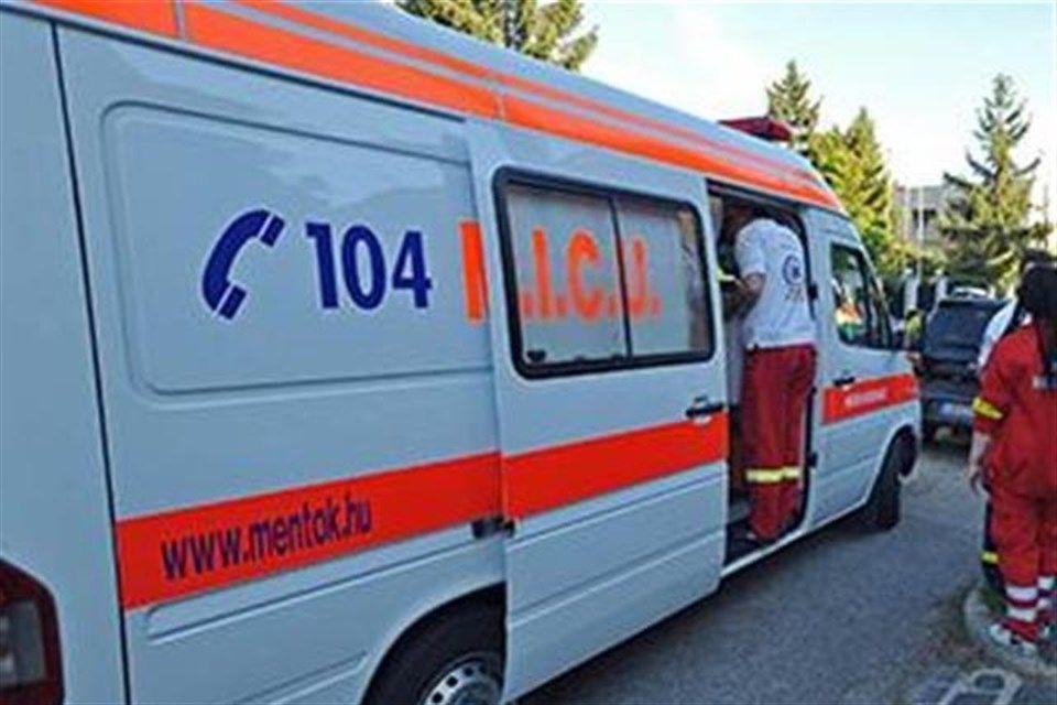 mentoauto(1)(960x640).jpg (mentő, mentőautó, )