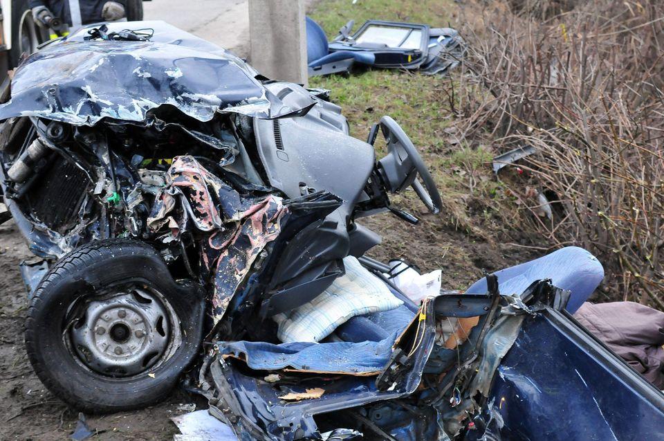 roncsautó, törött autó (baleset, roncs, törött autó, )