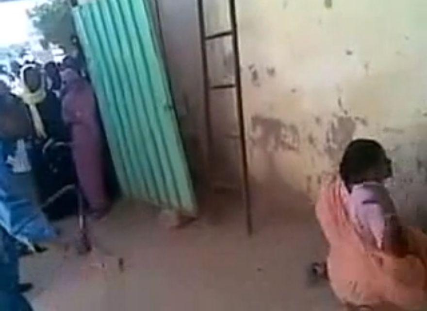 szudán korbácsolás (Array)