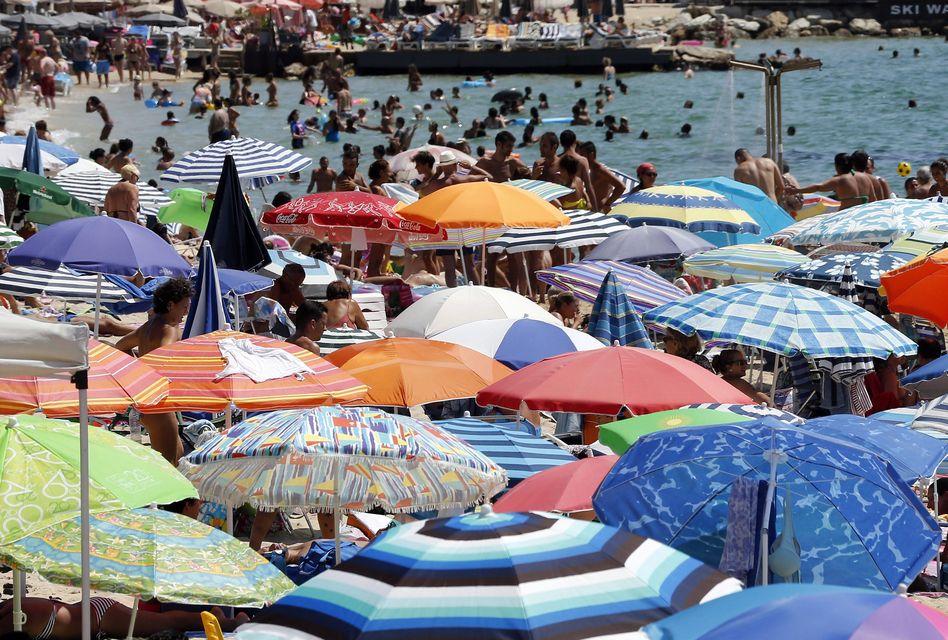 tengerparti nyaralás (sikkasztás, esztergom, )