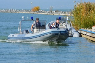 vízi rendőr (vízi rendőr, vízimentők, )