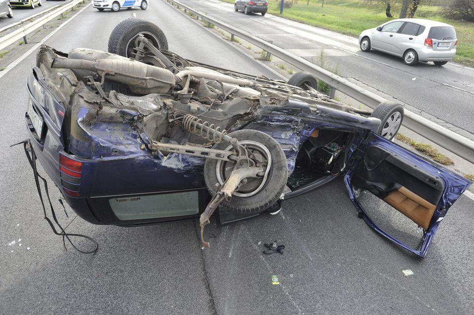 Felborult autó (baleset, autó, felborult, gyorsforgalmi út, )