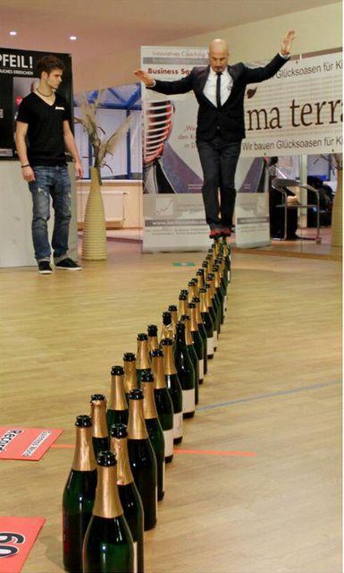 Guinness rekord - üveglépő (Guinness-rekord, Joe Alexander, üveg)