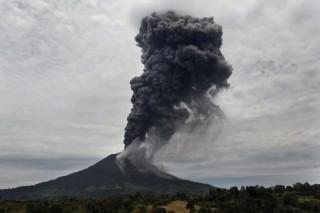 Sinabung vulkán  (sinabung, vulkán, tűzhányó, )