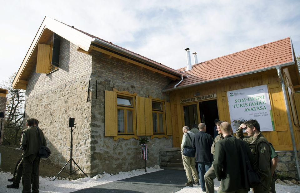 Som-hegyi turistaház (som-hegyi turistaház, )