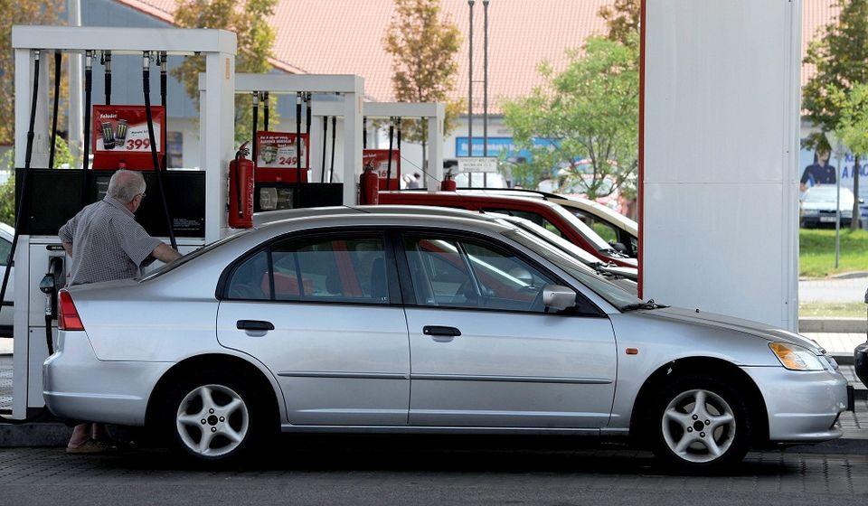 benzinár (benzinár)