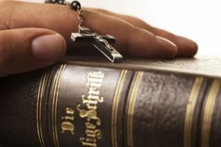biblia(960x640)(1).jpg (biblia, kereszt, )