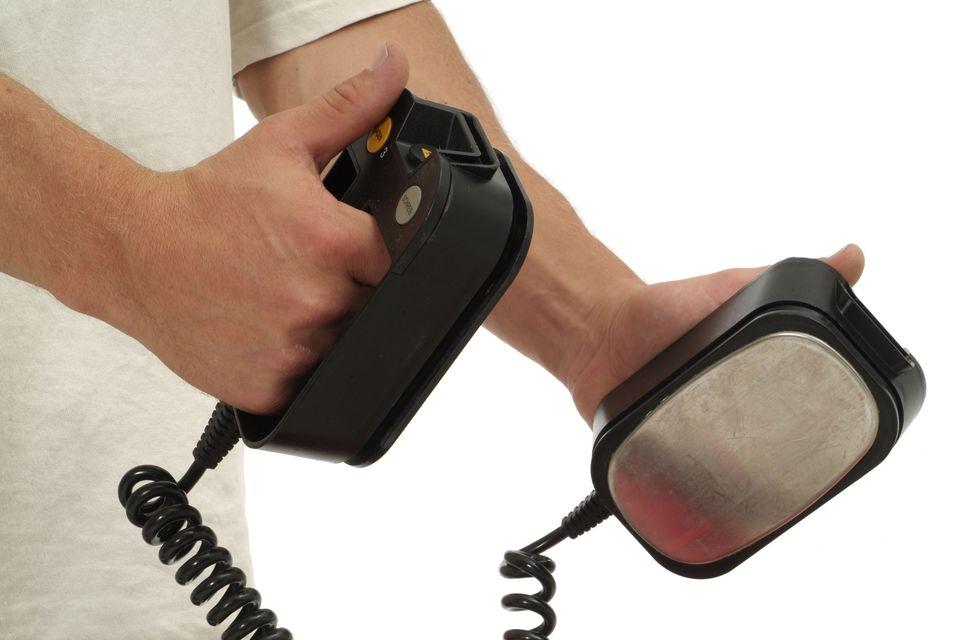 defibrillátor (defibrillátor, újraélesztés, mentők, )