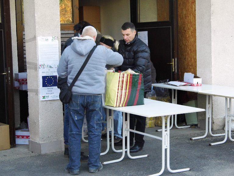 élelmiszer osztás dunakeszin (élelmiszer adomány, magyar élelmiszerbank egyesület, dunakeszi, )