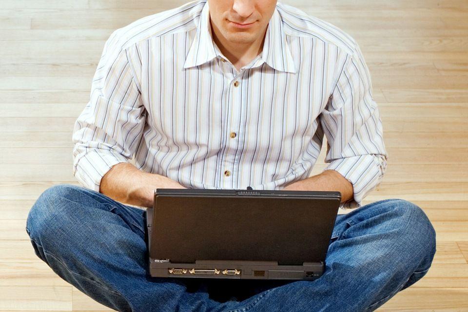 internetes zaklató (laptop, internet, )