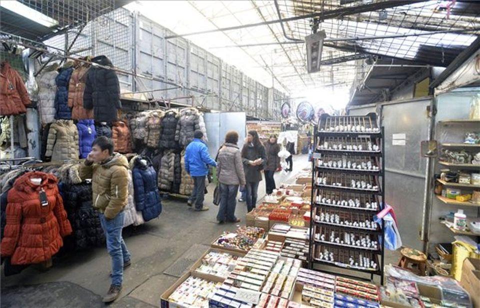 0f0994a7d3 Egyelőre nem zár be a józsefvárosi piac