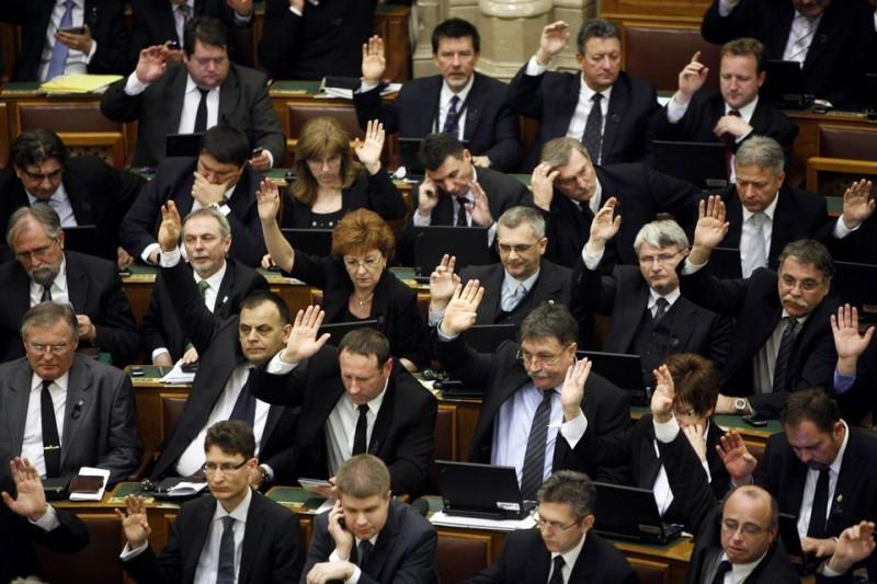 szavazas-fidesz(960x640)(1).jpg (szavazás, fidesz, képviselők)