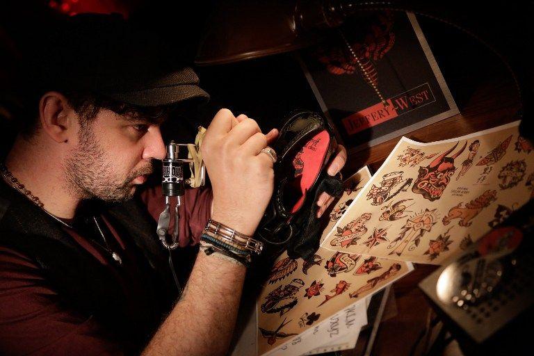 tetováló (tetoválás, tetováló művész)