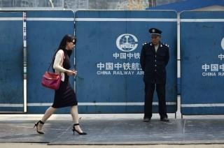 Kinai-no(960x640)(2).jpg (kína, nő, biztonsági őr, utca, )