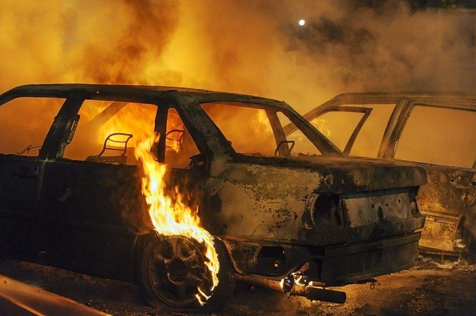Lángoló autó (autó, tűz, )