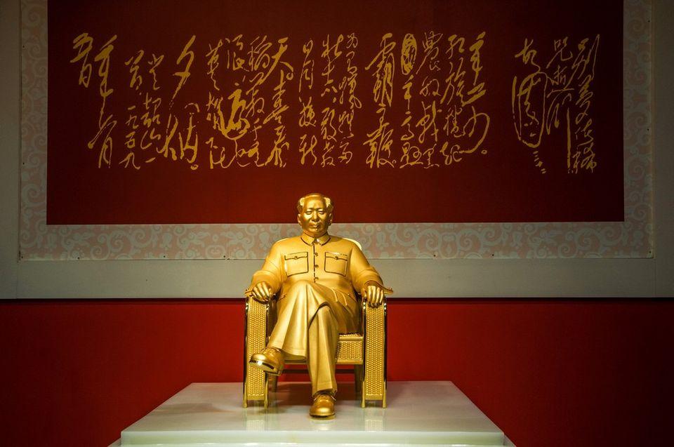 Mao ce-tung szobra (Mao ce-tung, kommunista vezér, Kína, arany)