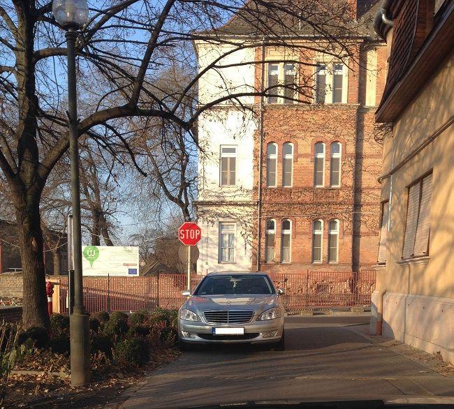 Pofátlan parkolás (parkolás, pofátlan parkolás, )