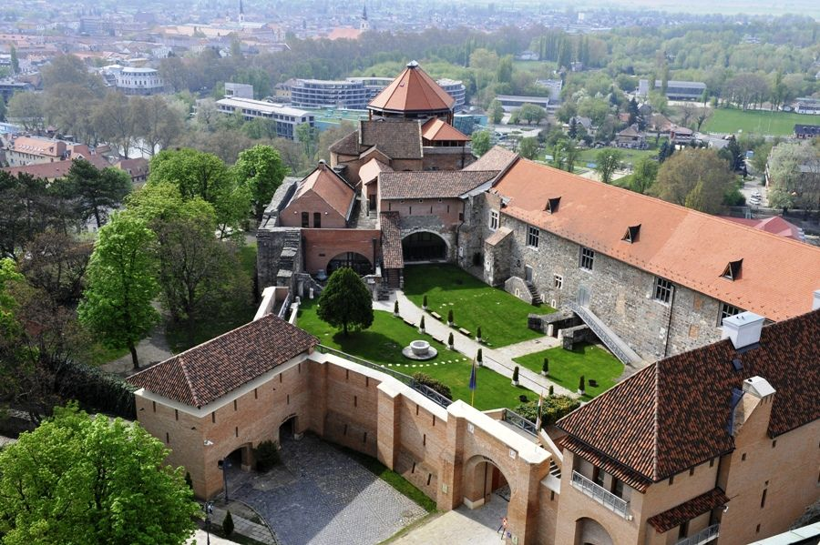 Régészeti ásatás Esztergomban (ásastás, esztergom, )