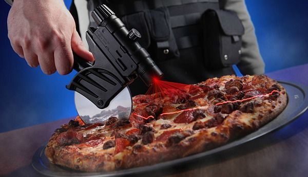 Tactical Laser-Guided Pizza Cutter (pizza szeletelő, lézer)