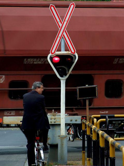 Tehervonat(960x640)(1).jpg (tehervonat, vasúti átjáró, )