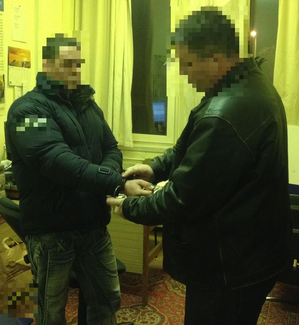 Villamoson verekedő férfi letartóztatása (Villamoson verekedő férfi letartóztatása)