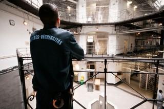 börtönőr (börtönőr)
