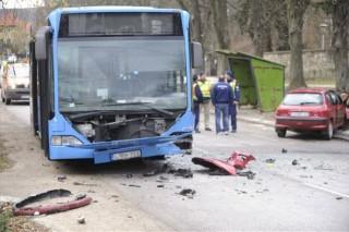 busz és autó ütközött nagykovácsiban (baleset, )