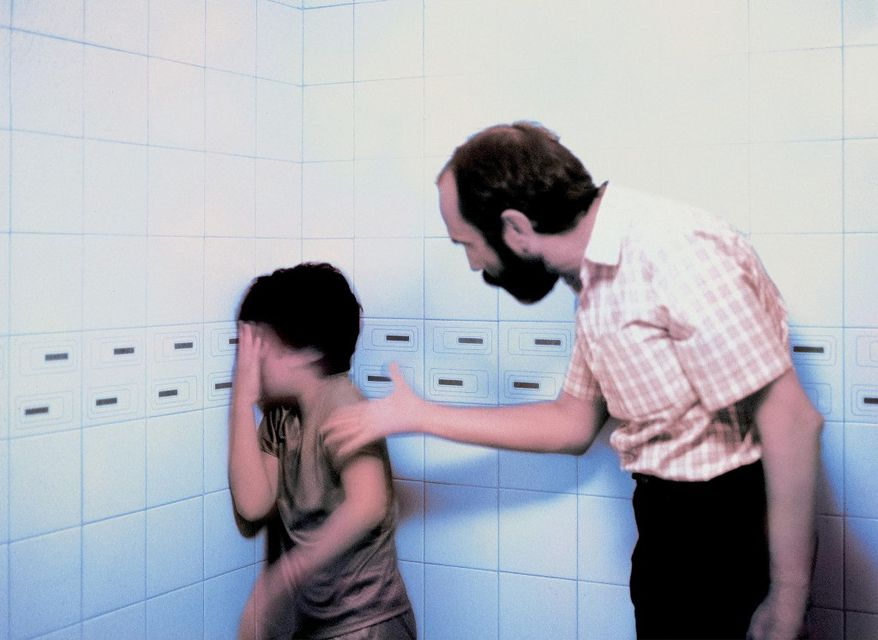 gyermekbántalmazás (gyermekbántalmazás, síró gyerek, )