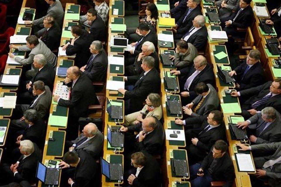 kepviselok(1)(960x640).jpg (képviselők, parlament, )