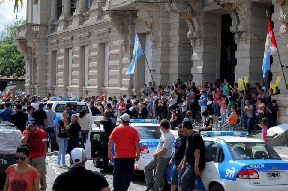 rendőrsztrájk Argentínában (rendőrsztrájk, argentína, )
