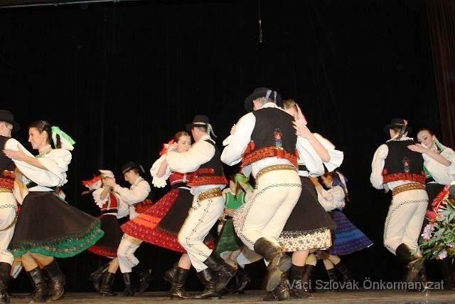 szlovák táncosok (karácsonyi program, vác, művelődési központ, )
