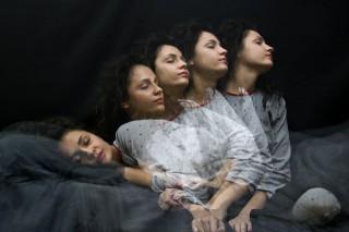 Alvó nő (alvás, alvajáró, alvajárás, álom, nő, ágy, )