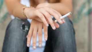 Lány cigarettával (cigaretta, lány)