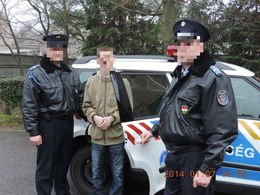 Lottózó rabló (rabló, rendőrök, hódmezővásárhely, )