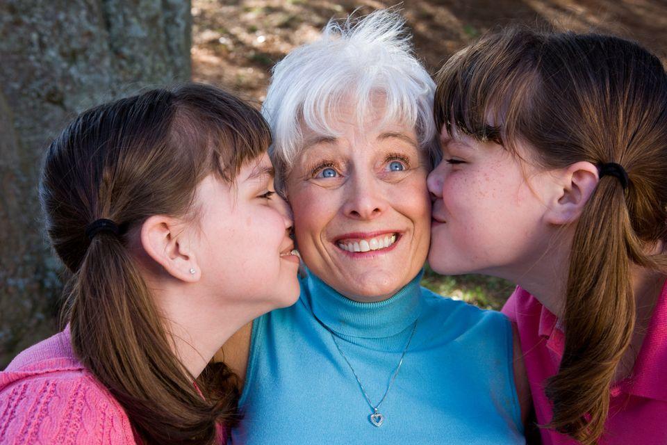 Nagyipuszi 2 (nagyszülők, unoka, puszi)