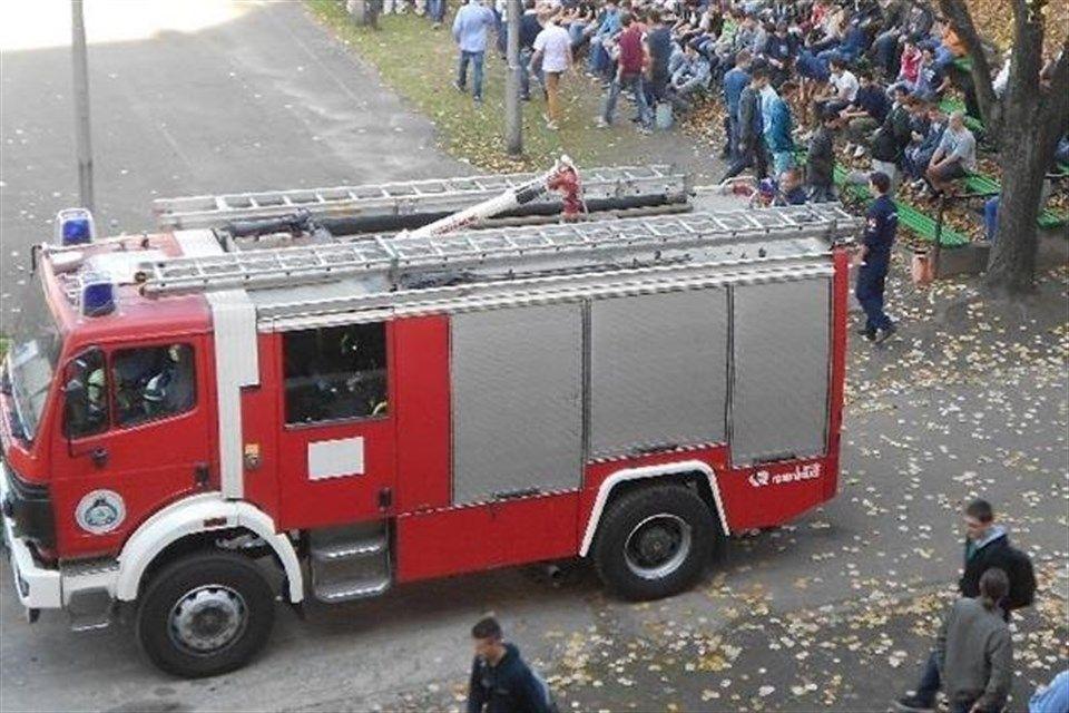 Tuzolto-auto(6)(960x640).jpg (tűzoltó autó, )
