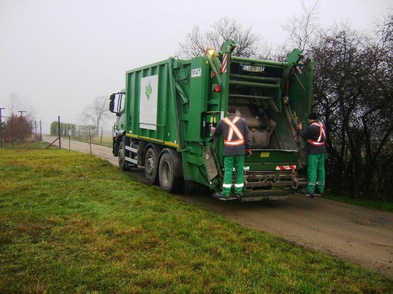 Zöld Híd kukásautó Kismaroson (hulladékgyűjtés, kismaros, zöld híd régió kft, )