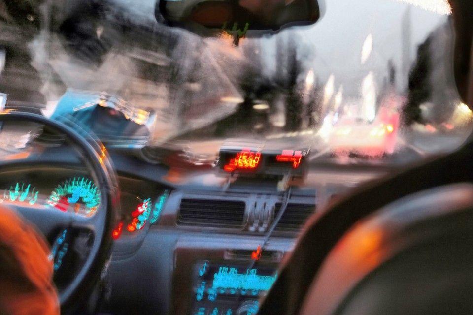 autóvezetés (autó, kormánykerék)